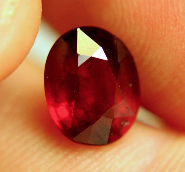 3.82 Carat VS Pigeon Blood Ruby - Gorgeous