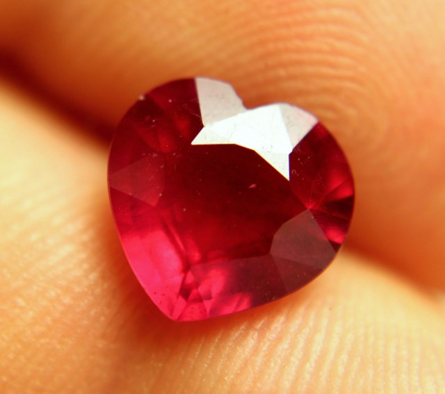 4.08 Carat Pigeon Blood VS Ruby Heart - Gorgeous