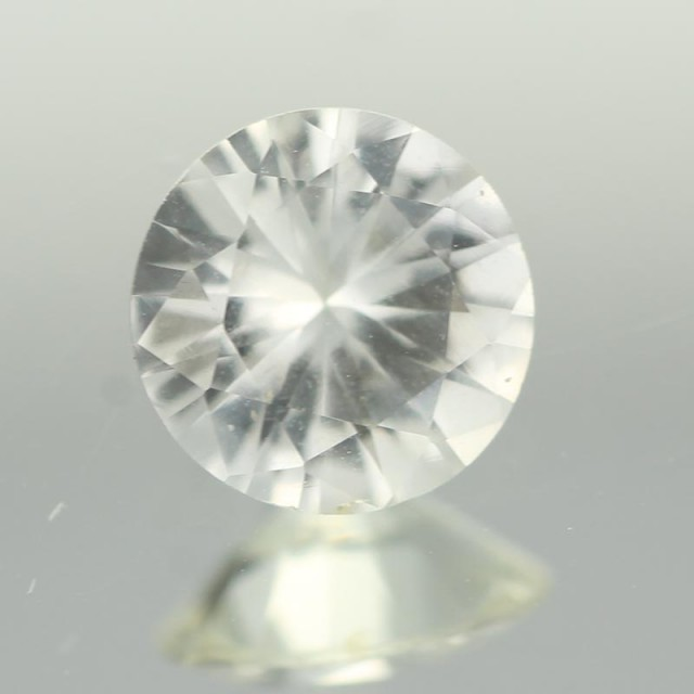 0.86CTS DIAMOND CUT SILVERY WHITE SAPPHIRE (ST9219)