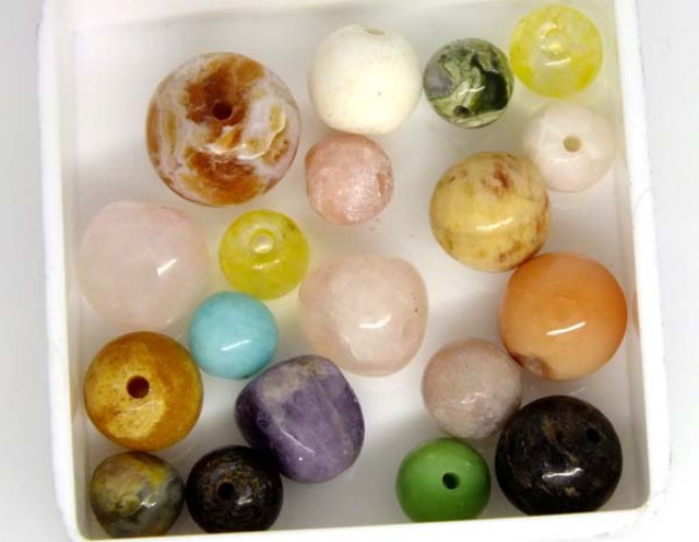 ASSORTED NATURAL BEADS (PARCEL) 27.3 CTS   NP-1522