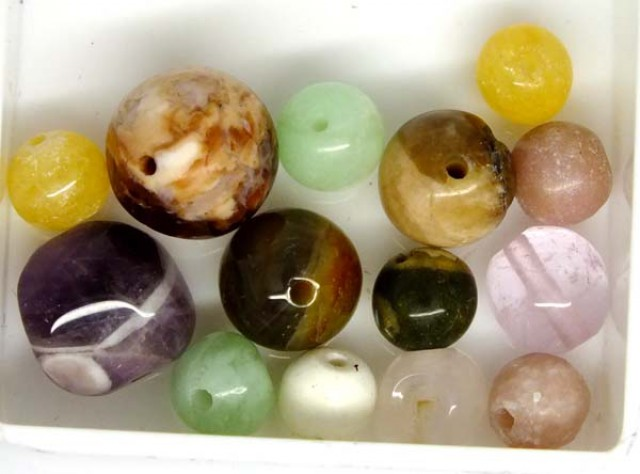ASSORTED NATURAL BEADS (PARCEL) 30 CTS NP-1528