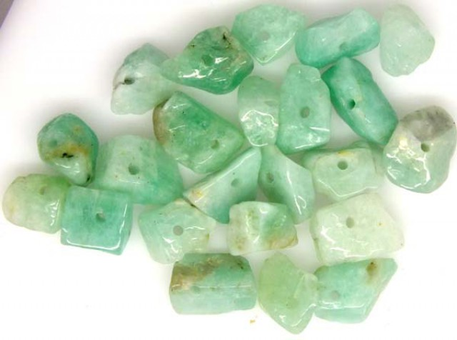 EMERALD BEAD UNTREATED DRILLED 23 pcs 40 CTS  NP-1336