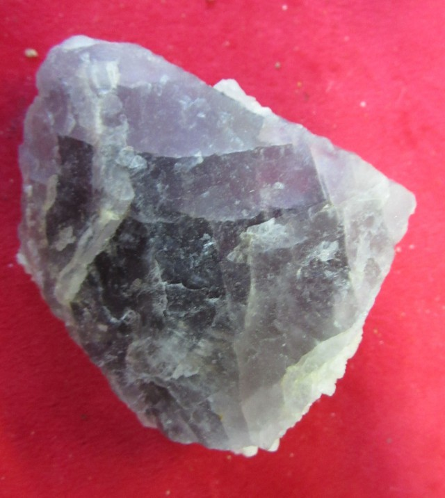 Cts  FLUORITE  SPECIMEN WITH CRYSTALS  RB141