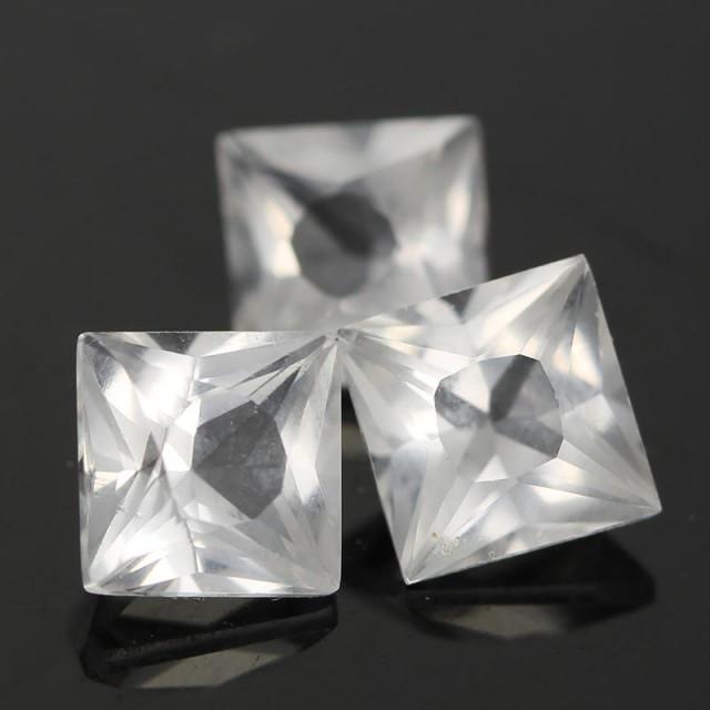 2.04cts Danburite - Stunning Cut - Rare (RD7)