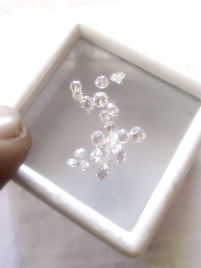 NAT-SUPER WHITE-EF-VVS DIAMOND,3-4PTSSIZE,1CTWLOT