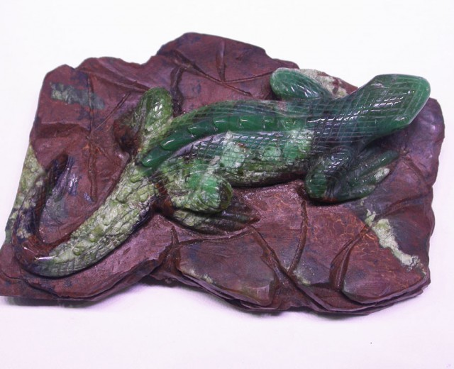 900 CTS CHRYSOPRASE LIZARD  CARVING-[SHP7 ]
