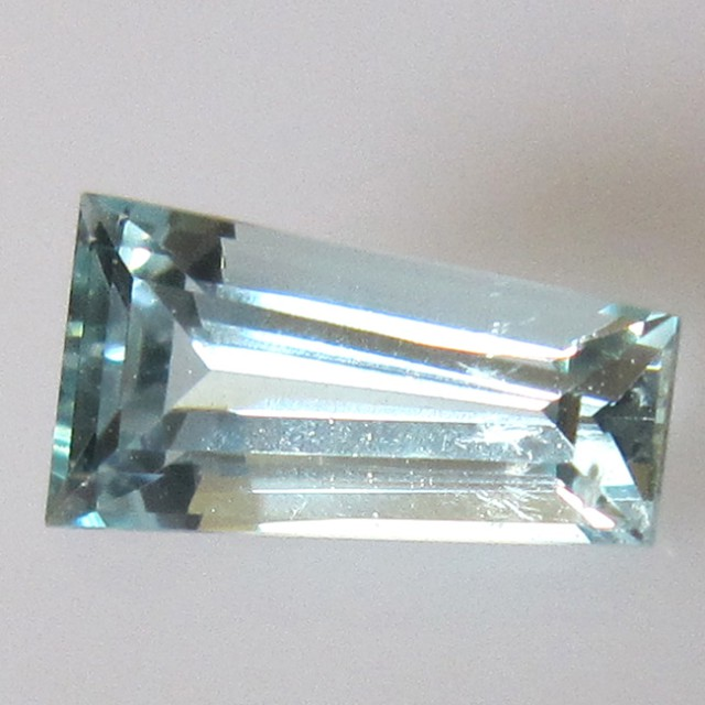 1.06cts Natural Aquamarine Tapered Baguete