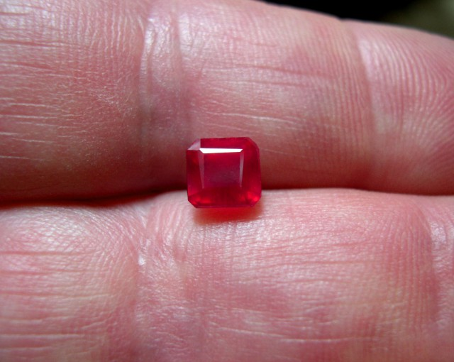 VERY NICE NATURAL CERTIFIED RUBY 2,05cts