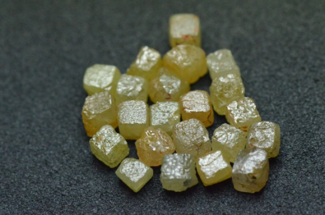 9 cube diamonds 2.85 to 3ct yellow brown