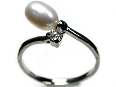 FRESH WATER PEARL RING SIZE 8.5 ,ADJUSTABLE SIZE  RL66