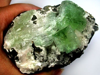 (MGW)LARGE GREEN APOPHYLITE MINERAL SPECIMEN [MW192]  148CTS
