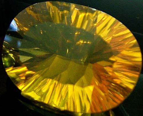 FLUORITE -BRILLIANT CLEAN  GOLDEN COLOURS 19.8 CTS [S2840]