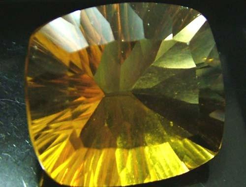 FLUORITE -BRILLIANT CLEAN  GOLDEN COLOURS 21.4 CTS [S2880]
