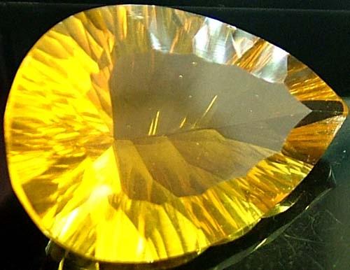FLUORITE -BRILLIANT CLEAN  GOLDEN COLOURS 21.7 CTS [S2900]