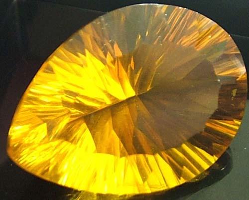FLUORITE -BRILLIANT CLEAN  GOLDEN COLOURS 21.5 CTS [S2901]