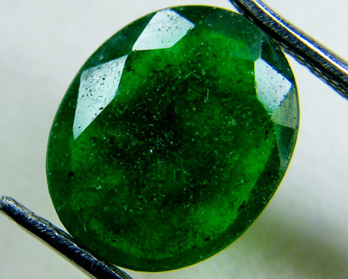 Quartz Emerald Green colour  3.50   carats   QU7