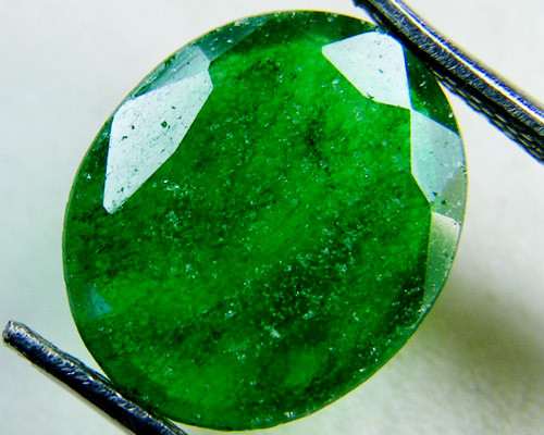 Quartz Emerald Green colour  4  carats  QU9