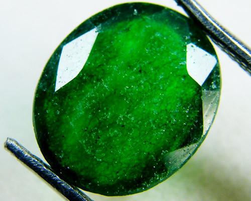 Quartz Emerald Green colour  4  carats   QU12