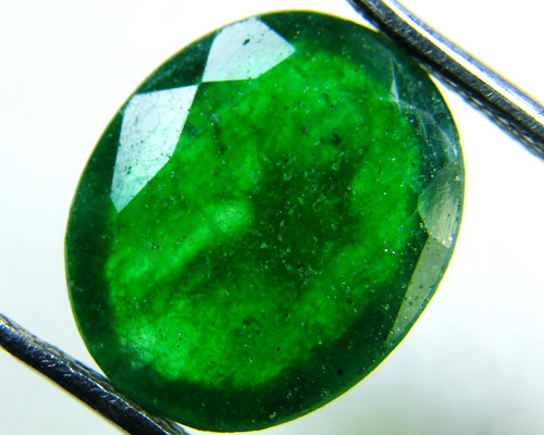 Quartz Emerald Green colour  4  carats   QU13