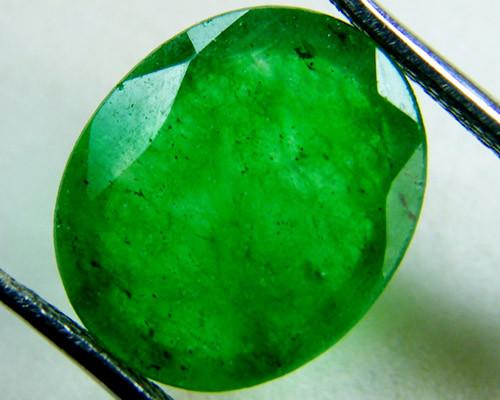 Quartz Emerald Green colour  4  carats   QU15