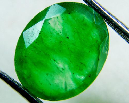 Quartz Emerald Green colour  4  carats   QU21
