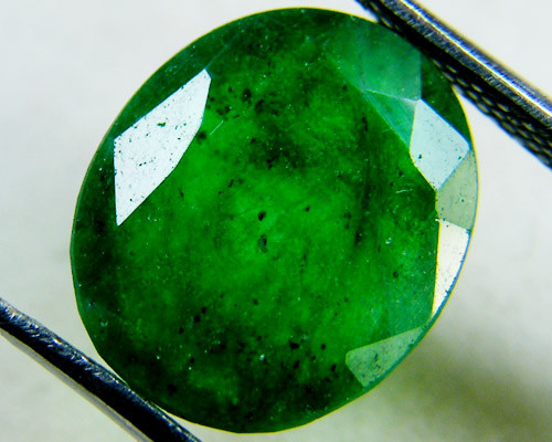 Quartz Emerald Green colour  4  carats   QU22