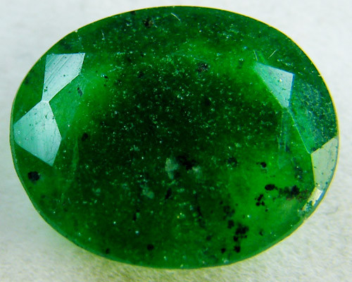 Quartz Emerald Green colour 4  carats   QU23