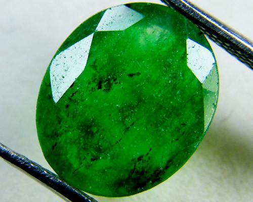 Quartz Emerald Green colour  4  carats   QU28