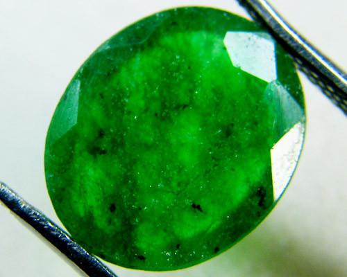 Quartz Emerald Green colour  3.5   carats   QU31