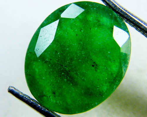 Quartz Emerald Green colour   4.5  carats   QU32