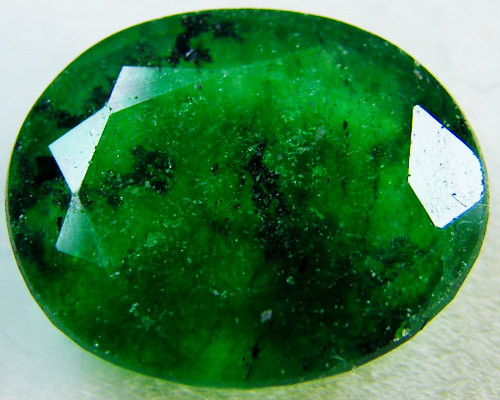 Quartz Emerald Green colour  4  carats   QU34