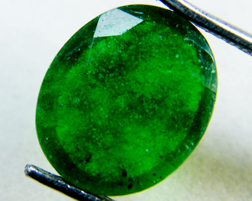 Quartz Emerald Green colour  4   carats   QU36