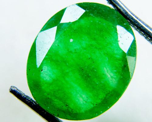 Quartz Emerald Green colour  4.5  carats   QU38
