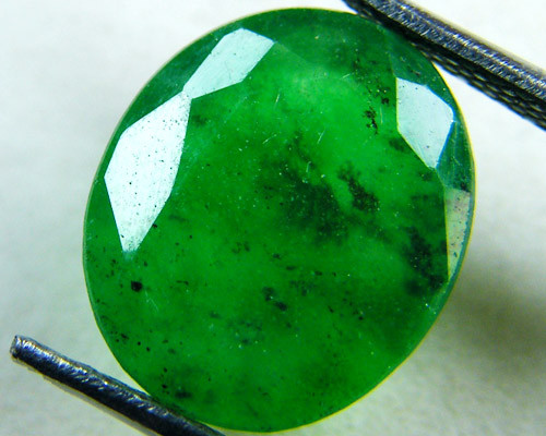 Quartz Emerald Green colour  4  carats   QU39