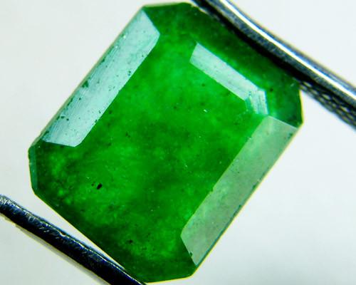 Quartz Emerald Green colour  3  carats   QU50
