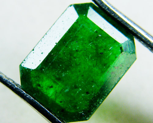 Quartz Emerald Green colour  3  carats   QU51