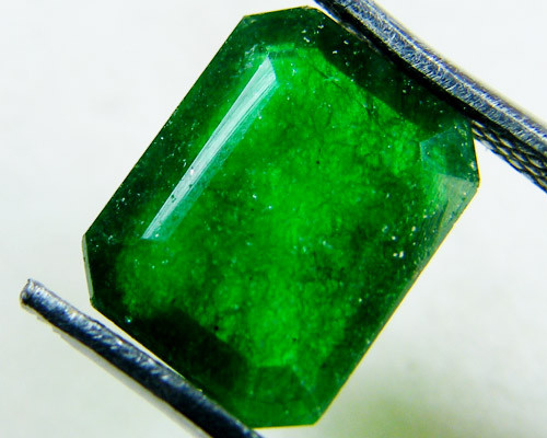 Quartz Emerald Green colour  2.50  carats   QU56