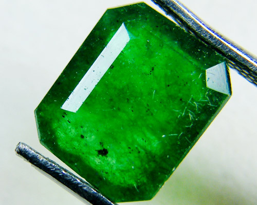 Quartz Emerald Green colour  2.5  carats   QU64