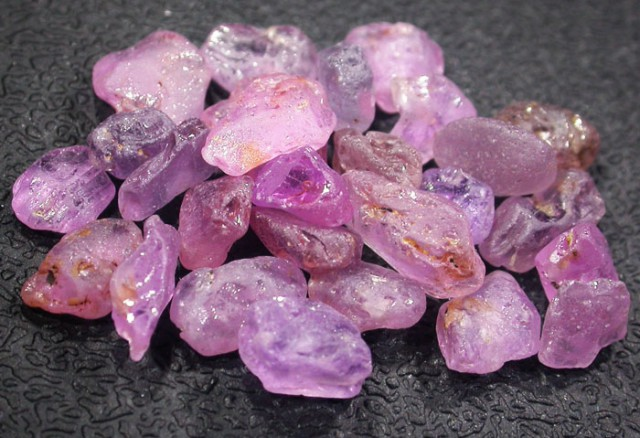 22.1 CTS PINK SAPPHIRE ROUGH -AFRICA [F5967]