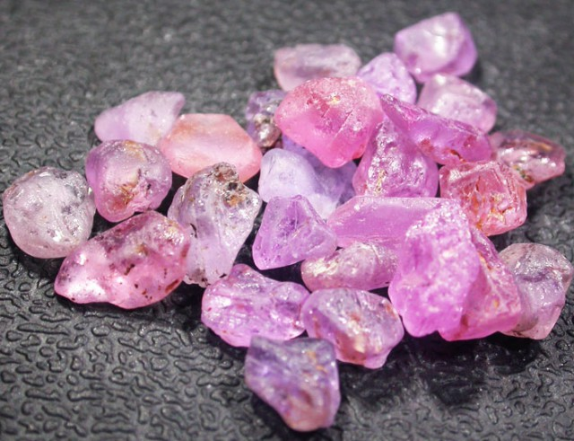 22.7 CTS PINK SAPPHIRE ROUGH -AFRICA [F5966]