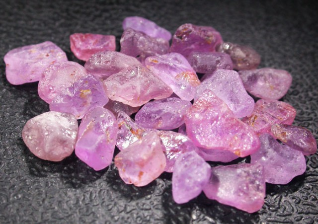 23.4 CTS PINK SAPPHIRE ROUGH -AFRICA [F5982]