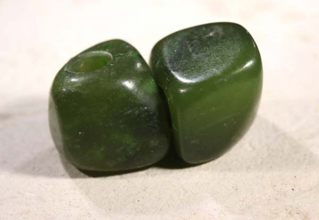 NATURAL SOLID JADE BEAD 9.5 CTS NP-1624