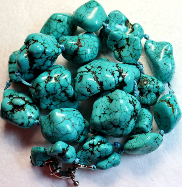 882.3 CTS HOWLITE BEADS with Clasp P997
