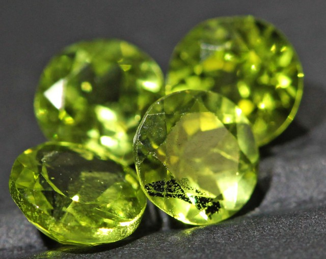 3.3 CTS 6 MM PAIR OF ROUND CUT PERIDOT GEMS (ST9654)