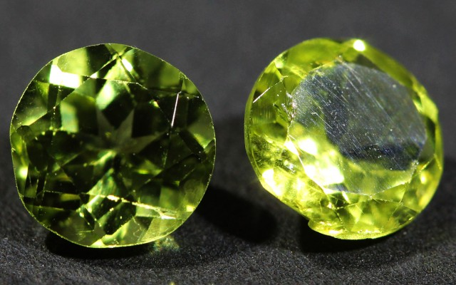 1.65 CTS 6 MM PAIR OF ROUND CUT PERIDOT GEMS (ST9672)