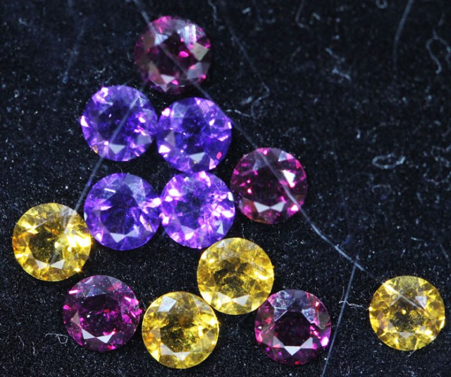 3.1 CTS  4 MM MIXED JEWELERS PARCEL - FUN AND CREATIVE [ST9695]