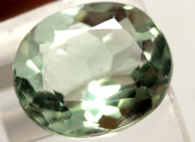 GREEN  FLOURITE 15.50  CTS PG-1688