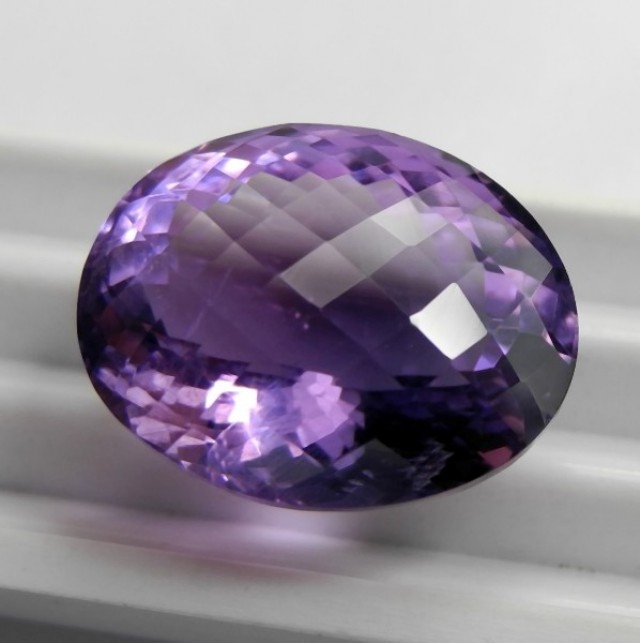 EXTREMELY RADIANT 14.89CT AMETHYST CHECKERBOARD TABLE GEMSTONE