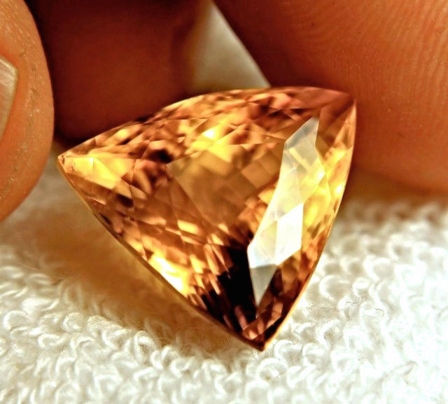 21.03 Carat VVS Natural Calcite Beauty - Sparkling