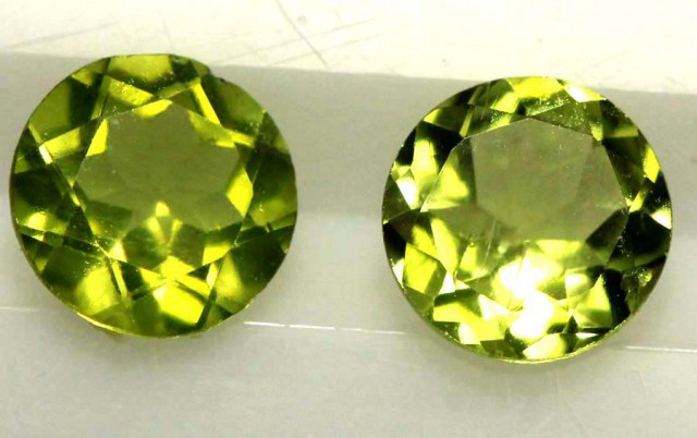 1.50 CTS PERIDOT BRIGHT GREEN PAIR (2 PCS)  CG-1949